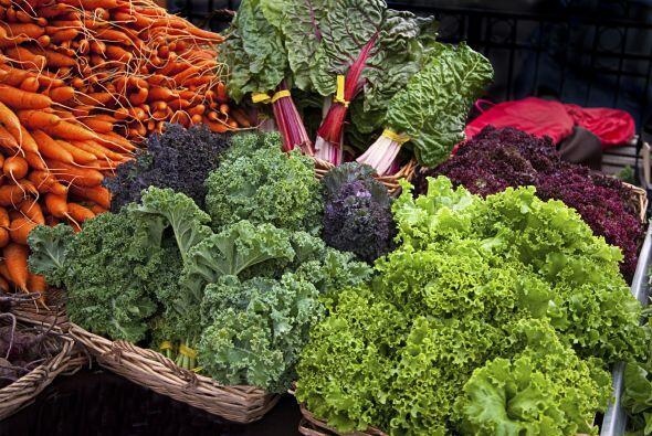 1. Ensalada de col rizada y morada, zanahorias y semillas de calabaza