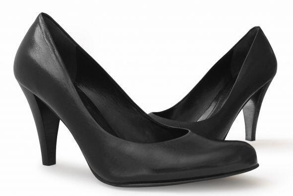 Zapatos con estilo. Evita usar sandalias abiertas o con demasiado tac&oa...