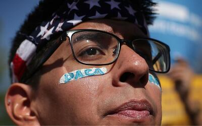 Senadores presentan proyecto de ley para proteger a inmigrantes amparado...