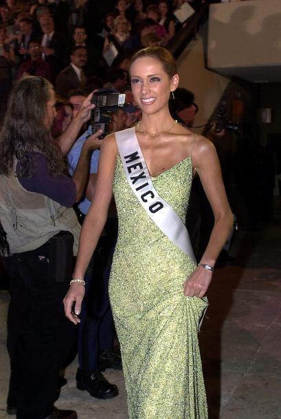 En el 2001, representó a su país natal en el mayor certamen de belleza:...