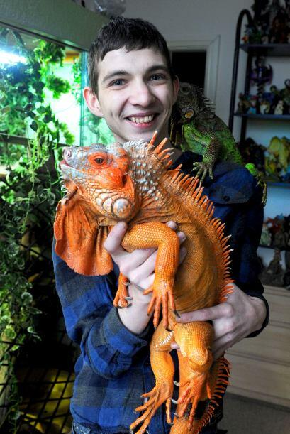 """""""Algunas veces mi iguana más grande incluso va y se sienta en mis..."""