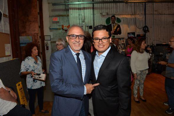 Detrás de cámaras, Emilio saludando a Mauro Castillejos, Vicepresidente...