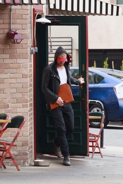 El galán de Hollywood salió a comer solito a un restaurante.