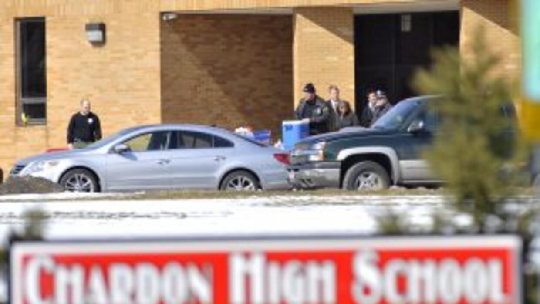 El lunes un estudiante sacó un arma en la cafetería de la escuela, dispa...