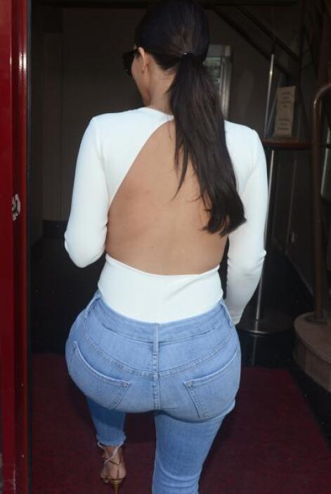 Kim traía la espalda descubierta gracias a este top. Mira aquí lo último...