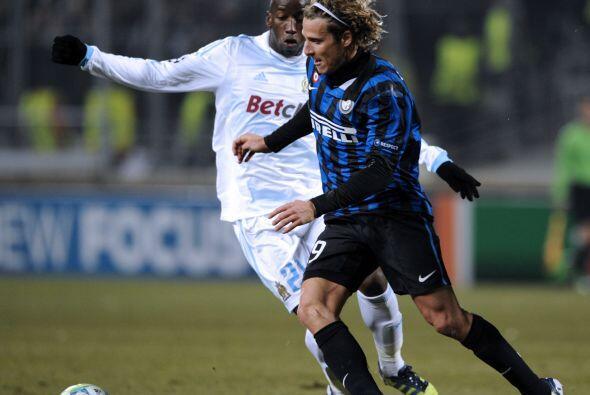 El atacante uruguayo Diego Forlán resultó el mayor peligro...