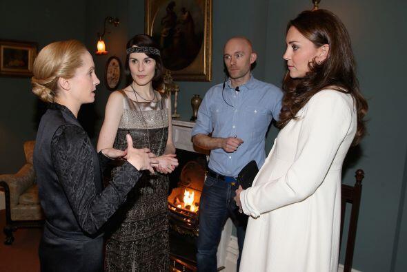 Kate conoció al elenco del aclamado programa de televisión.