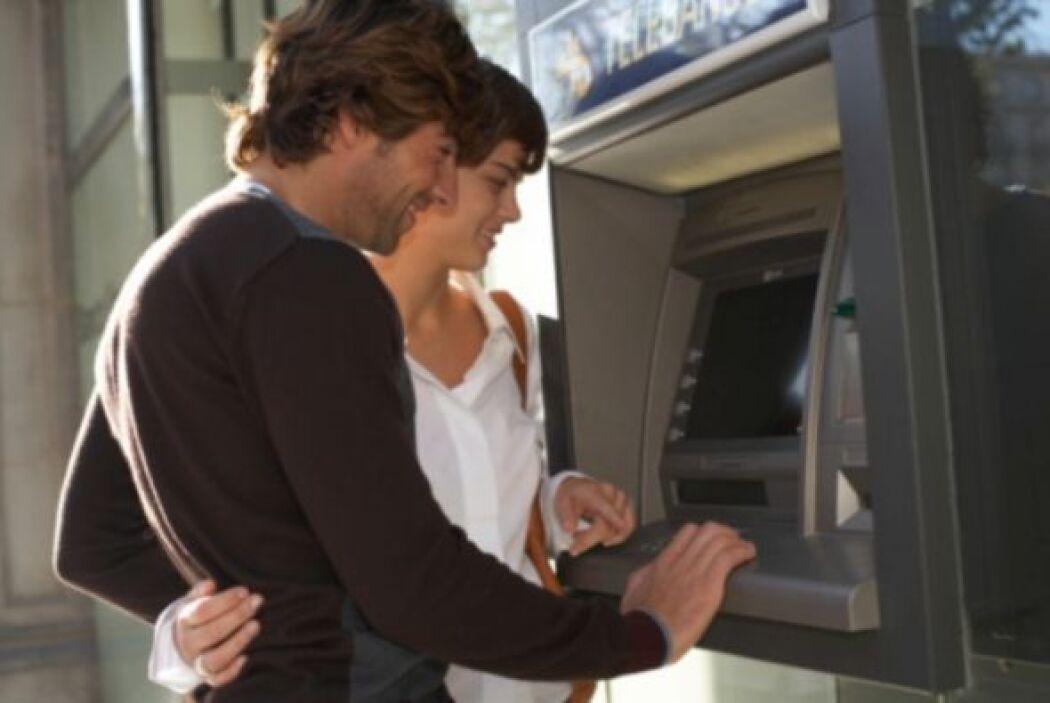 Usualmente los jóvenes no tienen experiencia en cómo manejar el dinero,...