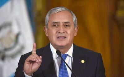 Dictan orden de aprehensión contra presidente de Guatemala