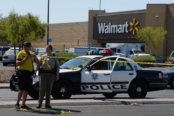Según relataron los oficiales, la mujer disparó contra uno de los policí...
