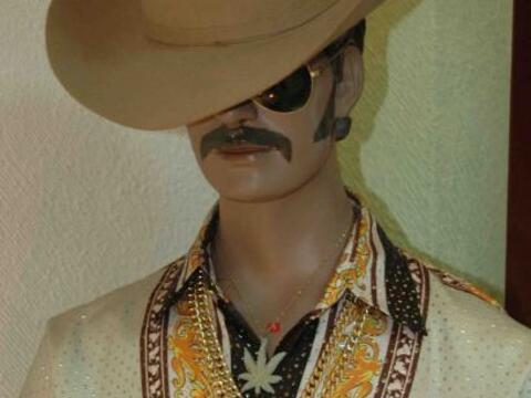 El estilo ranchero de los narcotraficantes mexicanos, con camisas extrav...