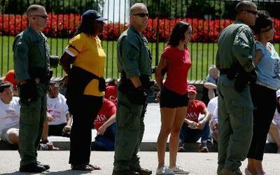 Cientos de manifestantes fueron arrestados en una marcha por los inmigra...