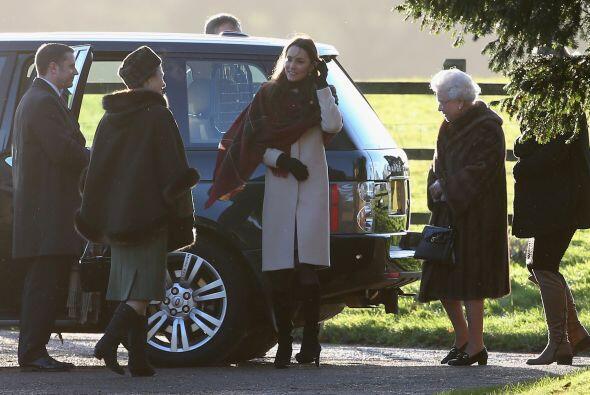 Noten la atención que prestó la reina a la figura de la duquesa. Mira aq...