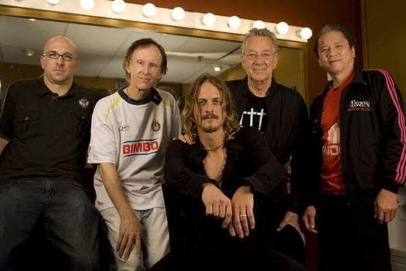 Integrantes del legendario grupo 'The Doors' también se enfundaron en la...