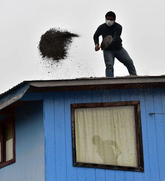 Treinta vecinos se negaron a evacuar temiendo por sus viviendas y sus an...