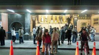 Miles de mexicanos salieron a las calles la noche del sábado tras el fue...