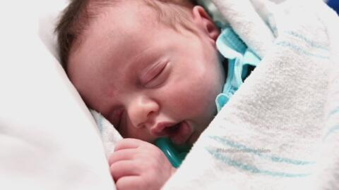 Asombrosa proeza médica permitió sacar y regresar al vientre de su madre...