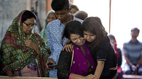 Familiares de víctimas de atentado en Pakistán