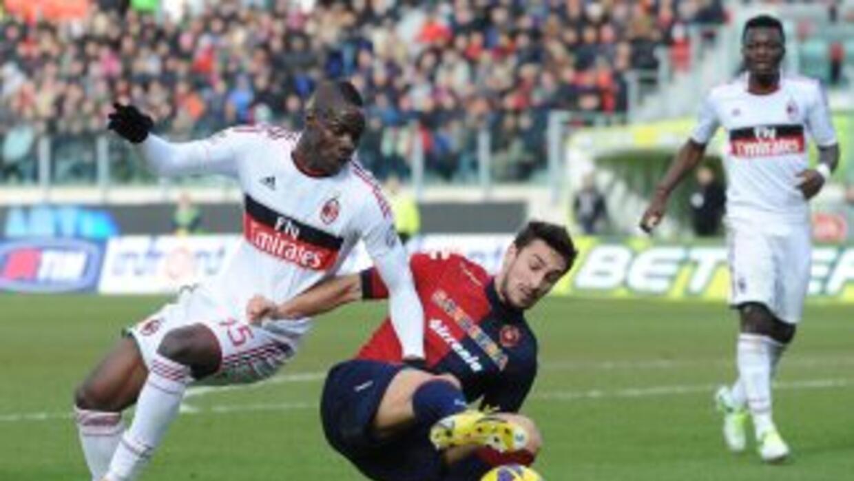 Balotelli ya suma tres goles en dos juegos oficiales con el Milan, esta...