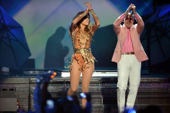 La fiesta de Premios Juventud arrancó de la mejor forma con este dúo din...