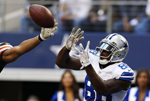 Bryant fue la estrella en casa con 145 yardas en 12 atrapas y un touchdown.