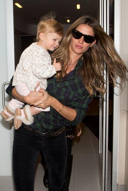 Gisele Bündchen y su preciosa bebé Vivian. Más videos...