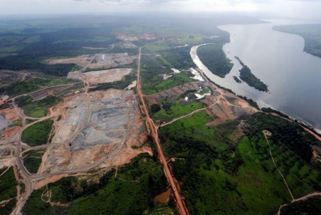 Belo Monte inundará 400 mil hectáreas de valioso bosque nativo, un área...