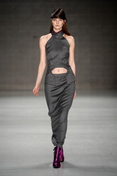 Este corte en las blusas ayudará a estilizar tu figura, al mismo...