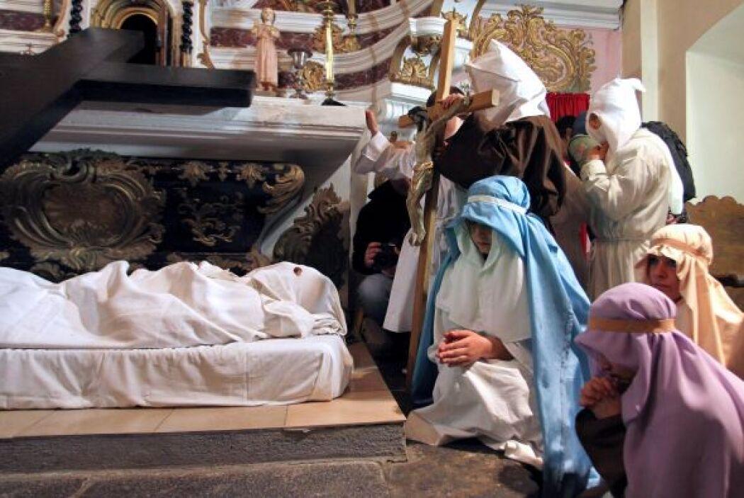 En todo el mundo, el Viernes Santo es celebrado de acuerdo con las const...