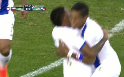 Goooolll!! Miguel Elías Camargo Cañizalez mete el balón y marca para Panamá
