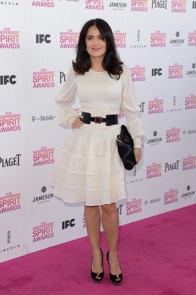 A veces la actriz mexicana opta por vestidos menos ceñidos y con...