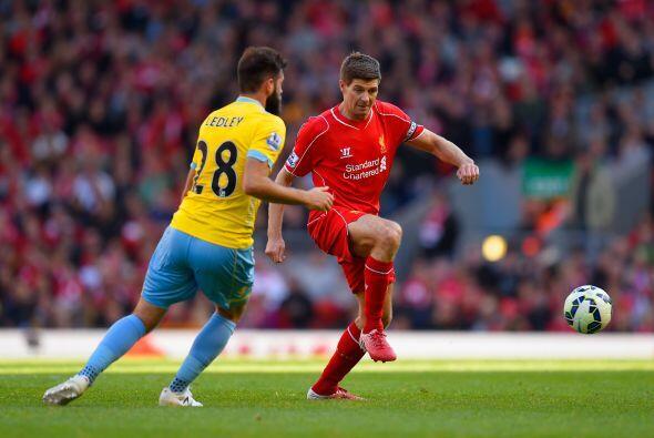 El legendario jugador del Liverpool jugó su último partido en el estadio...