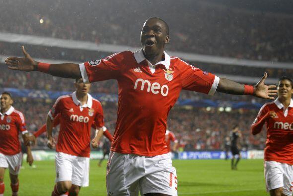 Benfica derrotó al Celtic por 2-1 y aún sueña con los octavos.