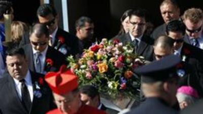 """Culmina conmemoraciones funebres para """"Bobby"""" Salcedo, educador de Calif..."""