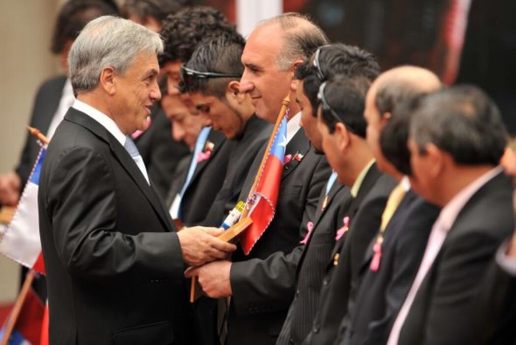Reconocido junto a sus compañeros por el presidente de Chile como héroe...