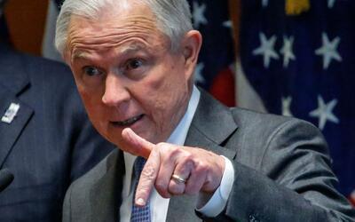 Desde Long Island, Nueva York, el fiscal general de Estados Unidos, Jeff...
