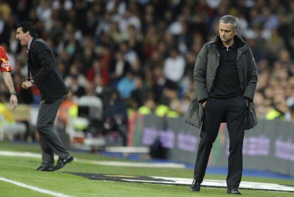 José Mourinho lucía más que preocupado por lo que s...