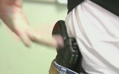 Secundaria en California aprueba porte de armas a maestros