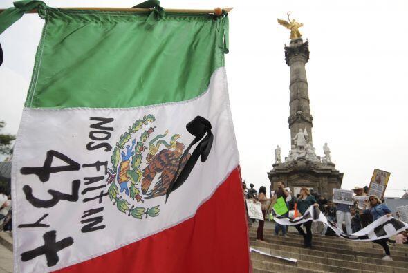 El fotoperiodista también retrató en la capital las protestas por la des...
