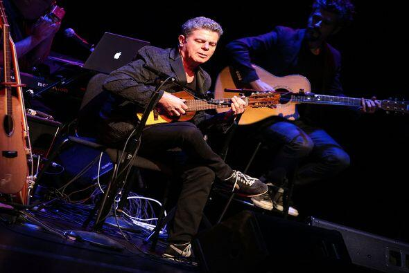GUSTAVO SANTAOLALLA: Ha influído de manera notable en la música latinoam...