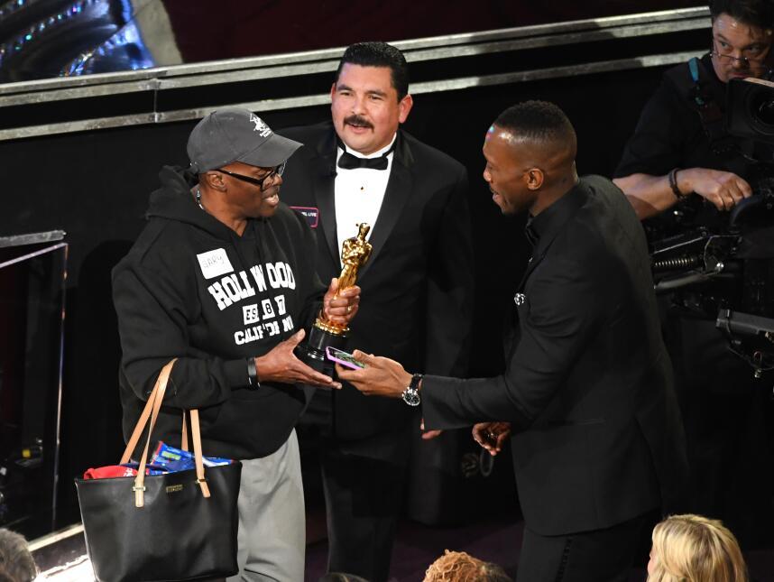 El ganador del Oscar al Mejor actor de reparto, Mahershala Ali, le prest...