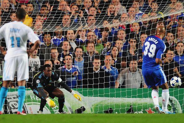 Se marcó un penalti en su favor y el atacante galo Nicolás...