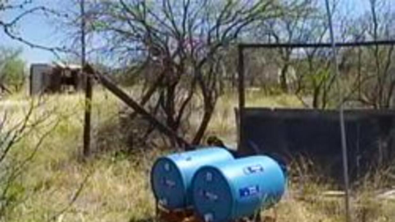 Tanques de 55 galones en el parque Buenos Aires