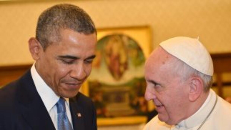 El presidente de Estados Unidos, Barack Obama, junto al Papa Francisco d...