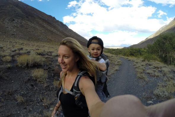 Este pequeño de dos años ha escalado las montañas m...