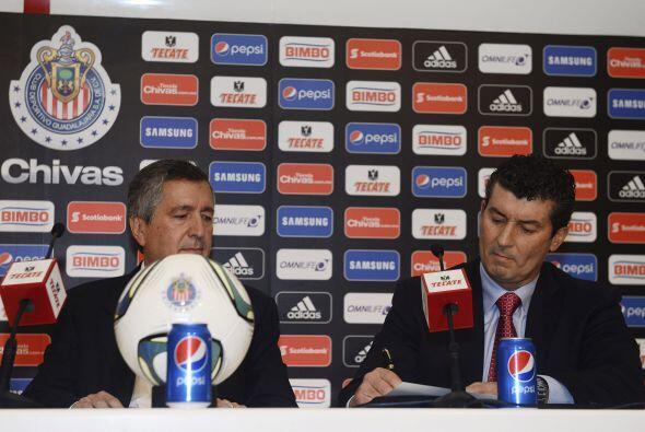 13.- Cumplir su contrato, el 'Chepo' firmó por tres años,...