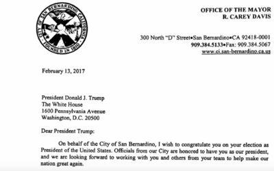 La carta enviada a Trump por el alcalde Carey Davis fue firmada por todo...