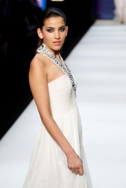En este otro modelo, la 'joyería' es parte del vestido. Las incru...