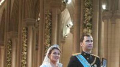 Don Felipe y Doña Letizia, convertidos ya oficialmente en príncipes de A...
