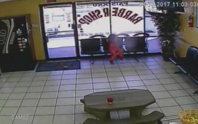 Niña de cuatro años de edad se salva por poco de recibir varios disparos...